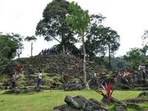OPEN TRIP Eksplor Situs Megalitikum Gunung Padang & Terowongan Lampegan 2021